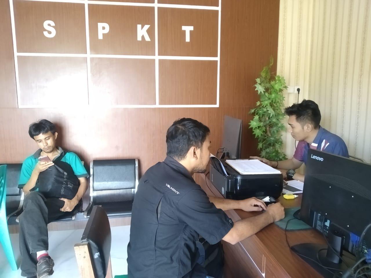Wartawan DM 1 Gorontalo, tengah menjalani pemeriksaan di SPKT Polres Boalemo, beberapa waktu lalu