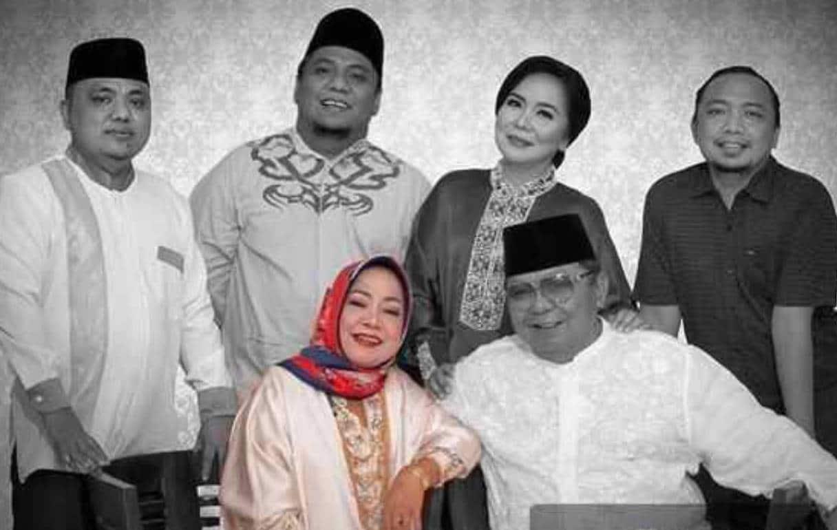 Foto keluarga Almarhuma Hj Nun Otuhu Hemeto bersama Suami dan Empat anaknya. (Ft : Istimewa)