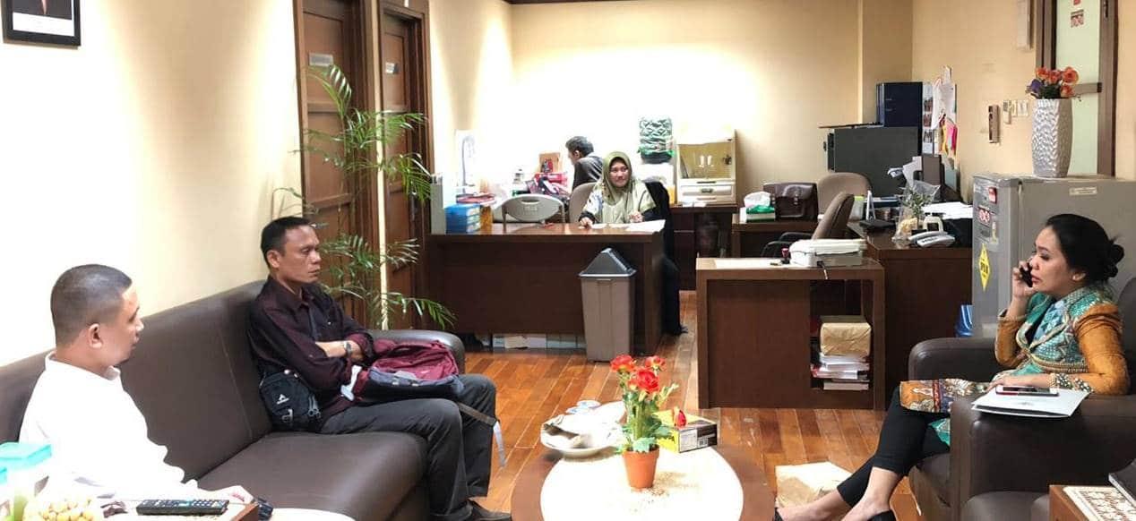 Anggota DPD RI Dewi Sartika Hemeto, menerima aduan dari korban malpraktek di Gorontalo