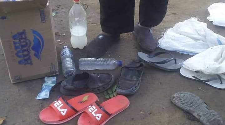 Sendal dan sepatu yang ditinggalkan pelaku Judi, saat kabur dari penggrebekan Polisi