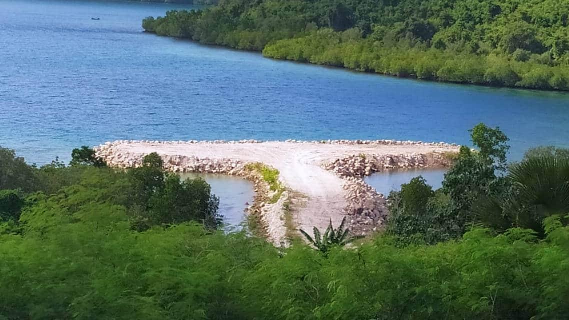 Pelabuhan kapal batu picah di Desa Limbatihu, Kecamatan Paguyaman Pantai