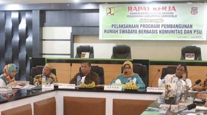 Direktur Perumahan Umum Komunitas (PUK) Kementrian PUPR, Ir. Mohamad Yusuf Hari Agung yang melangsungkan rapat kerja, bersama pemerintah Kabupaten Gorontalo
