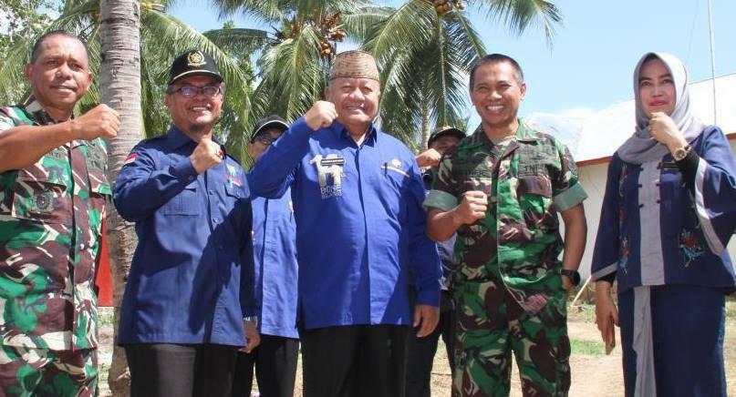 Wakil Bupati Bone Bolango Kilat Nani Wartabone bersama Danrem 133/Nwb Kolonel Czi Arnold A.P. Ritiauw. Turut mendampingi tim Mabes TNI-AD, yang meninjau lokasi Rencana Pembangunan Kodim Bone Bolango.