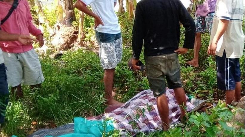 Satu orang warga atas nama La Nai (64) menjadi korban meninggal dunia akibat tertimbun reruntuhan rumah saat terjadi gempa. Saat ini jenazahnya sudah berhasil diamankan di sekitar halaman rumah.