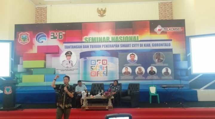 Seminar nasional dalam rangka pengembangan Kabupaten Gorontalo sebagai Smart City.