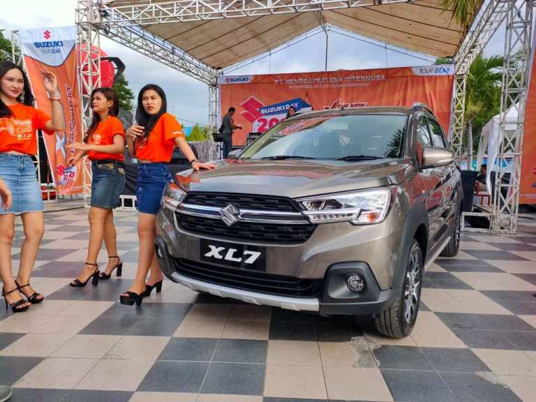 Mobil keluarga 7 seat Suzuki XL7 ini di Gorontalo dibanderol dengan harga mulai Rp 257 Juta.