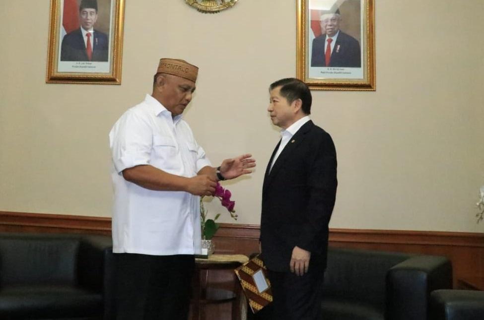 Ketua DPD I Partai Golkar Provinsi Gorontalo Rusli Habibie bertemu Ketua DPP Partai Persatuan Pembangunan Suharso Monoarfa. (Ft: Istimewa)