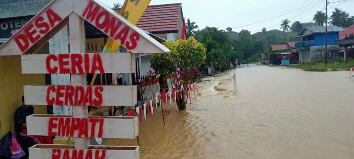 Banjir Di Monano, Mikdad Yeser Sambangi Warga Korban Banjir