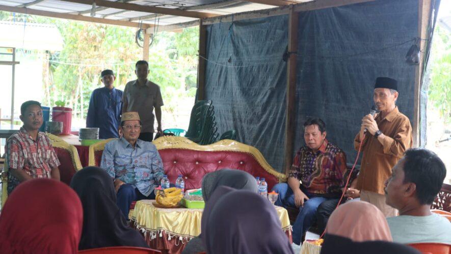 Bupati Gorontalo Nelson Pomalingo menghadiri Reses Wakil Ketua MPR-RI Fadel Mohamad di Kabupaten Gorontalo Kecamatan Tibawa Desa Tolotio belum lama ini.