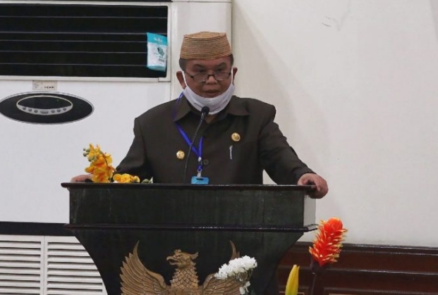 Wagub Idris Rahim memberikan sambutan pada Rapat Paripurna DPRD Provinsi Gorontalo ke-30 dalam rangka penetapan Program Pembentukan Perda Tahun 2021, Selasa (15/9/2020). (Foto : Fikri – Humas)