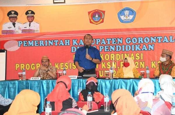 Sekda Gorontalo Utara Ridwan Yasin pada penutupan Rapat Koordinasi Program Kesiswaan KSN, FLS2N, KOSN dan GSI Tingkat Kabupaten Gorontalo Utara, di Hotel Maqna Kota Gorontalo, Sabtu (21/11/2020)