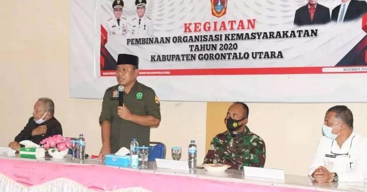 Sekda Gorut, Ridwan Yasin saat membuka kegiatan Pembinaan Organisasi Kemasyarakatan tingkat Kabupaten Gorontalo Utara (Gorut) tahun 2020, di Tik- tok Cafee, Kamis (26/11/2020).