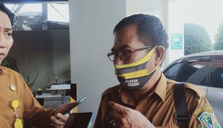 Kepala Dinas Pariwisata, Kepemudaan dan Olahraga Kota Gorontalo, Effendy S.J Rauf, Saat Diwawancara Awak Media, Usai Mengikuti Kegiatan Pembukaan Pelatihan Pemandu Wisata Perkotaan, di Ballroom Hotel Amaris, Selasa (17/11/2020).