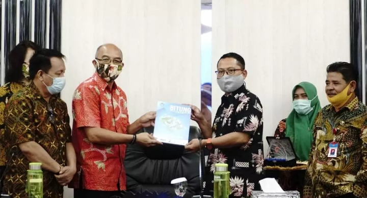 Wabup Gorut, Thariq Modanggu saat menerima kunjungan dari Pemerintah Kota Bitung di Aula Tinepo, Kantor Bupati.