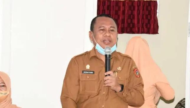Sekretaris Daerah Gorontalo Utara, Ridwan Yasin Memberikan Sambutan Saat Menerima Kunjungan Kerja Dari Ketua Dharma Wanita Persatuan Provinsi Gorontalo, Bertempat di Sekretariat DWP Kabupaten Gorontalo Utara, Selasa (24/11/2021).