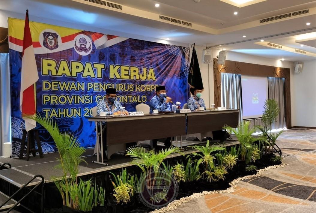 Sekretaris Daerah Provinsi Gorontalo Darda Daraba saat memberikan arahan pada pembukaan Rapat Kerja Daerah (Rakerda) Korps Pegawai Republik Indonesia (KORPRI) Provinsi Gorontalo di Hotel Four Point, Kota Manado, Kamis (26/11/2020). (Foto: Adit Ajudan)