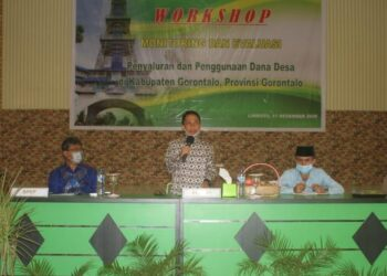 Bupati Gorontalo Neslon Pomalingo, pada saat membuka acara kegiatan workshop monitoring dan evaluasi (Monev) penyaluran dan pengguanaan Dana Desa Tahun 2020 Kabupaten Gorontalo