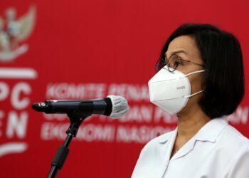 Menteri Keuangan Sri Mulyani Indrawati memberikan keterangan pers mengenai kedatangan vaksin Covid-19 di Jakarta, Senin, 7 Desember 2020.Sebanyak 1,2 juta vaksin siap pakai tiba di Bandara Soekarno Hatta, Tangerang, Banten, Minggu 6 Desember 2020 malam dan kemudian dikirim ke PT Biofarma, Bandung. FOTO: Dok.KPCPEN