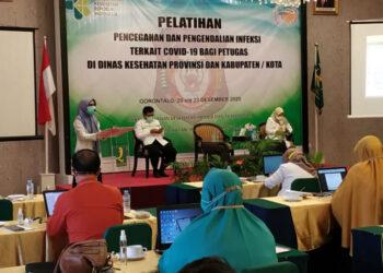 Plt Kadinkes Provinsi Gorontalo Misranda E. U. Nalole, M.Si., membuka Pelatihan Pencegahan dan Pengendalian Infeksi terkait Covid-19 bagi Petugas Di Dinkes Provinsi dan Kabupaten kota, Minggu (20/12/2020) di Grand Q Hotel Kota Gorontalo.