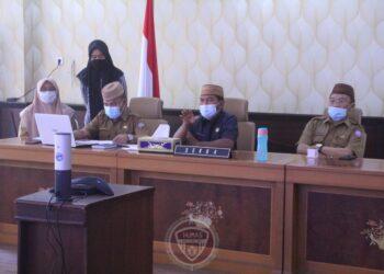 Sekretaris Daerah Provinsi Gorontalo Darda Daraba saat memaparkan progres sertifikasi tanah di Provinsi Gorontalo, secara virtual di ruangan Huyula, Selasa (1/12/2020). (Foto: Nova-Humas)