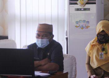 Sekretaris daerah Provinsi Gorontalo Darda Daraba saat mengikuti Market Sounding secara virtual di ruang Huyula, Selasa (1/12/2020). (Foto: Nova-Humas)