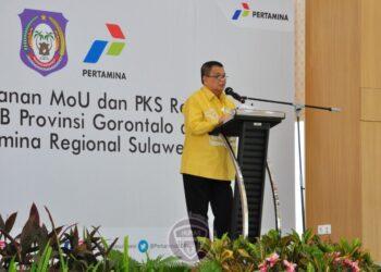 Wagub Gorontalo H. Idris Rahim memberikan sambutan pada penandatanganan Kesepakatan Bersama dan Perjanjian Kerja Sama Rekonsiliasi Data PBBKB di aula Bright Gas Kantor Pertamina Regional Sulawesi, Kota Makasaar, Senin (14/12/2020). (Foto : Haris – Humas)