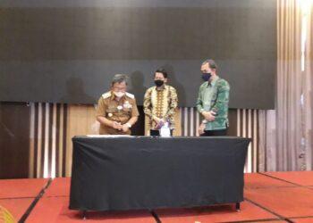 Bupati Gorontalo Utata, Indra Yasin saat menghadiri Penandatangan Program Jaminan Kesehatan Nasional dengan Pemerintah Provinsi Gorontalo, bertempat di Hotel Aston Kota Gorontalo, Selasa (22/12/2020) (Foto : Sudin Lamadju/prosesnews.id)