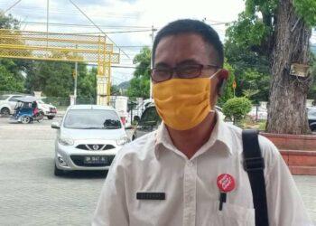 Kepala Dinas Pariwisata, Kepemudaan dan Pelatihan Kota Gorontalo, Effendy S.J Rauf, Saat Diwawancara Awak Media, usai mengikuti Hari Anti Korupsi, di Rudis Wali Kota, Rabu (16/12/2020).