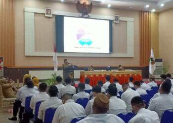 Wali Kota Gorontalo Marten Taha, saat memberikan Pembinaan Kepada Pegawai Negeri Sipil Formasi Tahun 2019, di Bathayo Lo Yiladia, Rudis Wali Kota, Senin (21/12/2020).