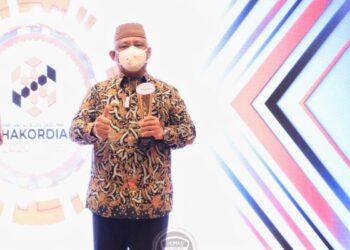 Gubernur Gorontalo Rusli Habibie usai menerima penghargaan LHKPN Terbaik dari KPK di Jakarta, Selasa (21/12/2020). (Foto: istimewa).
