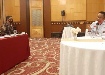 Ketua KPU Kota Gorontalo Sukrin Taib, memparkan rencana penambahan kursi di DPRD Kota Gorontalo dan menjelaskan kendala masyarakat dalam perekaman e-KTP dan pengurusan akta kematian, dalam rapat Forkopimda Kota Gorontalo di Manado, belum lama ini.