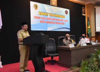 Wali Kota Gorontalo Marten Taha, saat memberikan sambutan pada rapat Kordinasi Forum Lalu Lintas dan Angkutan Jalan, Kota Gorontalo, bertempat di Grand Q Hotel, Selasa (01/12/2020).