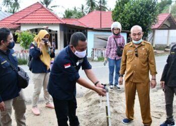 Sekda Ridwan Yasin saat menghadiri Program Pamsimas di Desa Bulango Raya Gorontalo Utara. Selasa (29/12/2020)