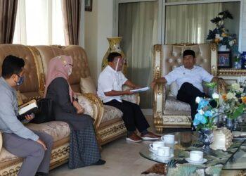 ayasan Bina Mandiri Gorontalo (BMG) melakukan kunjungan silaturahmi sekaligus menemui Bupati Bone Bolango (Bonebol) Hamim Pou/(IKP-Humas/Kominfo/Indra/AKP)