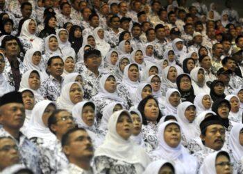 Ilustrasi: Guru pada perayaan HUT PGRI di Istora Senayan, Jakarta, 2019.
