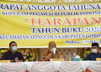 Indra Yasin (tengah), saat menghadiri RAT KPRI Gorut. (Foto : Istimewa).