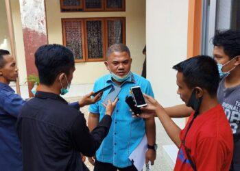 Ketua DPRD Pohuwato, Nasir Giasi, saat diwawancarai Wartawan. Senin, (18/01/2021). (Foto : Istimewa).