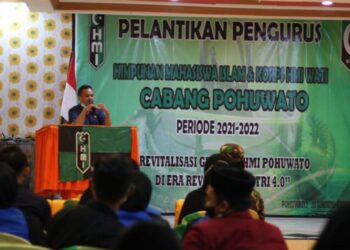 Sekda Iskandar Datau, saat memberi Sambutan Pada Acara Pelantikan HMI Cabang Pohuwato, di hotel Golden Sry Marisa. Senin, (04/01/2021).