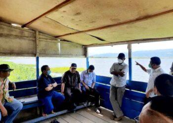 Ketua DPRD Provinsi, Paris Jusuf Bersama Jajaran Komisi III, Saat Meninjau Revitalisasi Danau Limboto, Kamis (21/1/2021). Foto: Istimewa