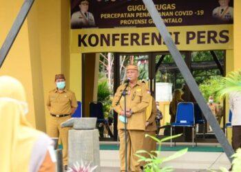 Suasana apel bersama dilingkup Dinas Kesehatan Provinsi Gorontalo yang dipimpin oleh Gubernur Gorontalo Rusli Habibie, Senin (25/1/2021). (Foto – Fadly Kominfo)
