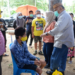 Gubernur Gorontalo Rusli Habibie bersama istri yang juga anggota DPR RI Idah Syahidah, saat bertemu dengan  seorang remaja penyandang disabilitas yang ada di Desa Boliohutuo, Kabupaten Boalemo, Sabtu (30/1/2021). Rusli mengaku segera memesan kaki palsu untuk Riskal remaja 17 tahun yang mengalami lumpuh sejak kaki kanannya di amputasi.  Foto – Salman