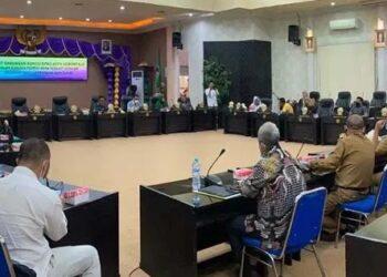 DPRD Kota Gorontalo menggelar rapat gabungan, membahas mekanisme penyaluran BPNT di Kota Gorontalo, Selasa (19/1). Foto: iwandije