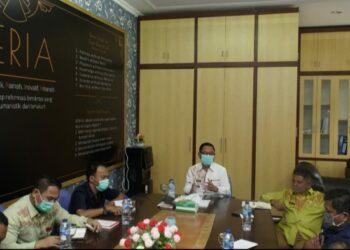 Wakil Bupati Gorontalo Utara (Gorut) Thariq Modanggu memimpin rapat pembahasan Struktur Organisasi RS. Zainal Umar Sidiqi