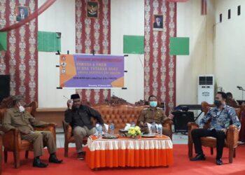 Wabup Thariq Modanggu saat hadiri Dialog Kewirausahaan Pemuda dan UMKM yang di gelar oleh KNPI Gorut. Selasa, (12/01/2021) di aula Dinas Pendidikan Gorontalo Utara. (Foto : Sudin Lamadju).