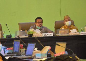 Plt. Sekda Iskandar Datau, saat membuka Bimtek penyusunan LPPD 2020. Berlangsung di Gedung Panua Kantor Bupati, Kamis, (21/01/2021).