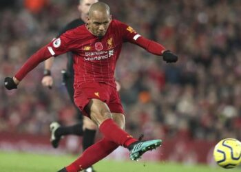 Fabinho tak bisa bermain di laga lawan Leicester City. (AP Photo/Jon Super).