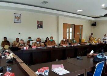Rapat Kerja Komisi III DPRD Provinsi Gorontalo bersama Dinas Pariwisata. Dalam rangka evaluasi kinerja tahun 2020, dan pembahasan program kegiatan tahun 2021.(Foto: Aan)