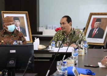 Suasana pertemuan Gubernur Gorontalo Rusli Habibie dengan Kepala Lembaga Kebijakan Pengadaan Barang/Jasa Pemerintah (LKPP) Roni Dwi Susanto, di kantor LKPP, Kuningan Jakarta, Senin (22/2/2021). (Foto – Dzakir BPG )
