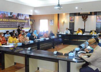 Suasana rapat koordinasi dan evaluasi Pemprov Gorontalo dengan Pemerintah Kabupaten Gorontalo Utara, Kamis (25/2/2021). Pertemuan ini membahas program strategis di Kabupaten Gorontalo Utara. (Foto – Salman)