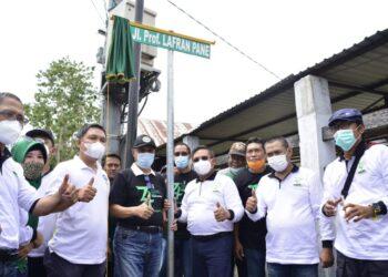 Wali Kota Gorontalo saat mengresmikan jalan Lafran Pane
